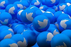 Un montón de logotipos de Twitter